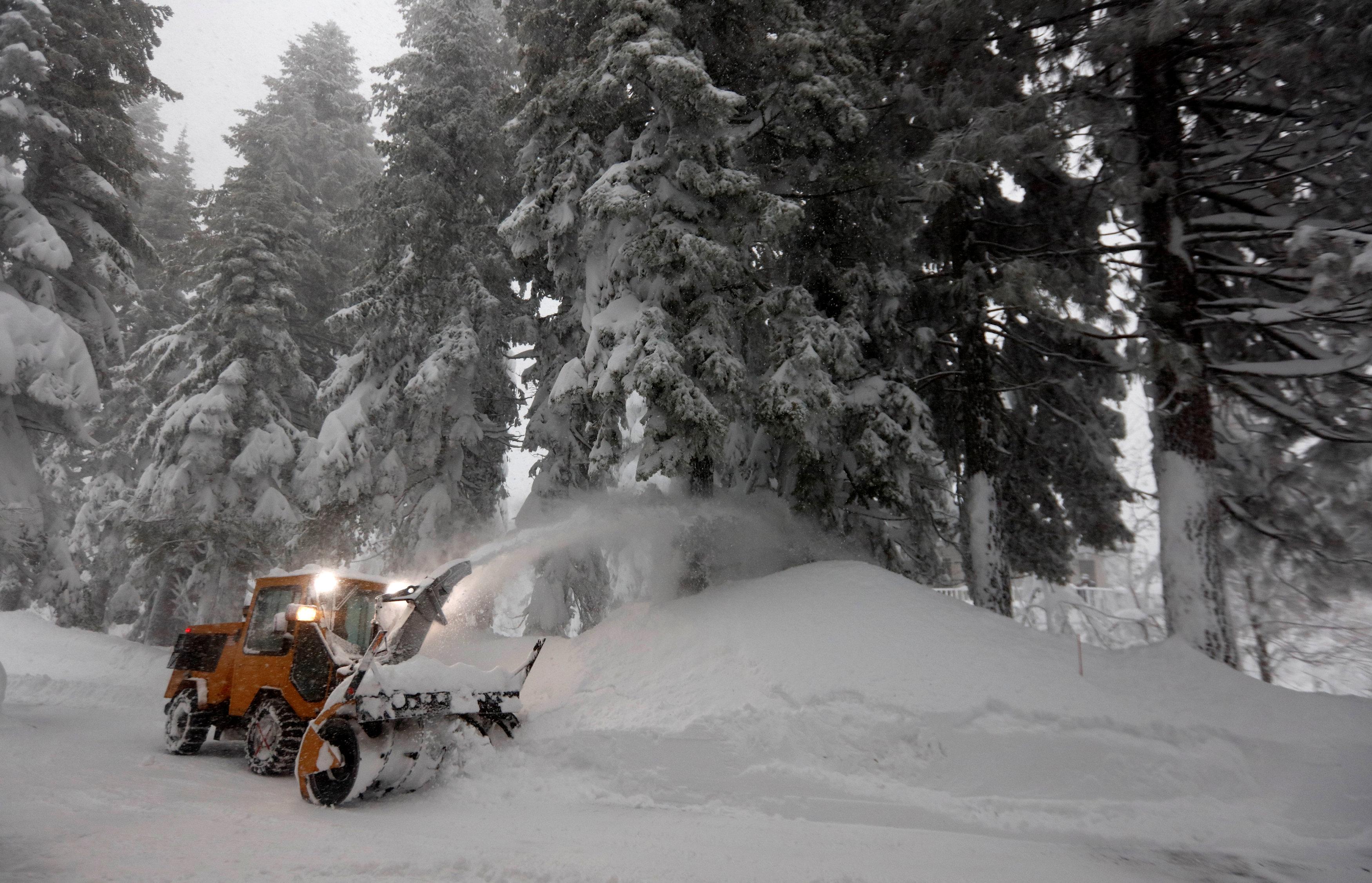 Snow Rain Pummel Parts Of California Nevada And Oregon