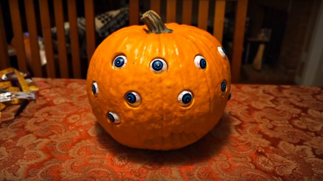 Jack O' Lantern with Moving Eyeballs by 68percentwater