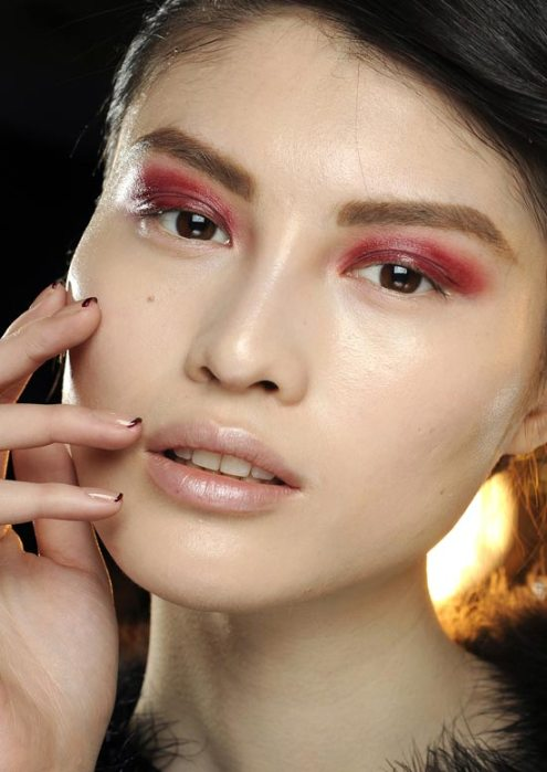 donna-karan-fall-2012-runway-beauty_GV7R