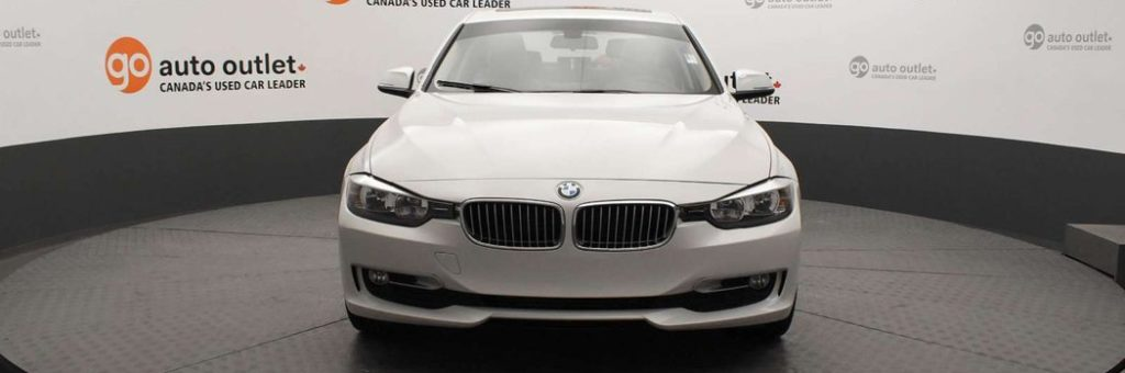 Front shot of Alpine White BMW 320i in showroom