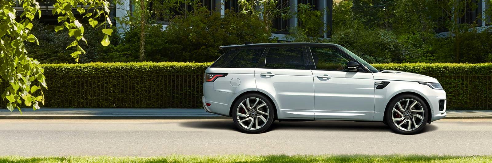Profile of 2020 Range Rover Sport PHEV