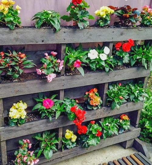 pallet planter vertical garden Vertical Pallet Garden (Step by Step!) | DIYIdeaCenter.com
