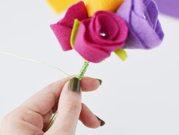 Rosebud Felt Flower Bouquet 14 Large600 ID 2433270 - Buquês de flores de feltro