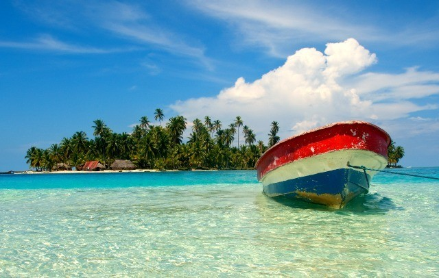 Embarcation accostée sur l'une des 365 îles de l'archipel des îles San Blas