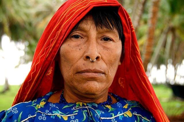 femme Kuna iles San Blas Panama