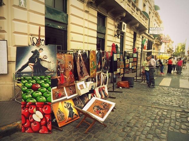 Artistes vendant leurs œuvres à San Telmo