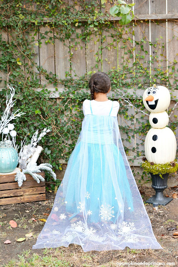 Make this pretty snowflake cape