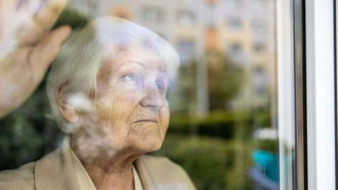 elderlyalone_1161x653