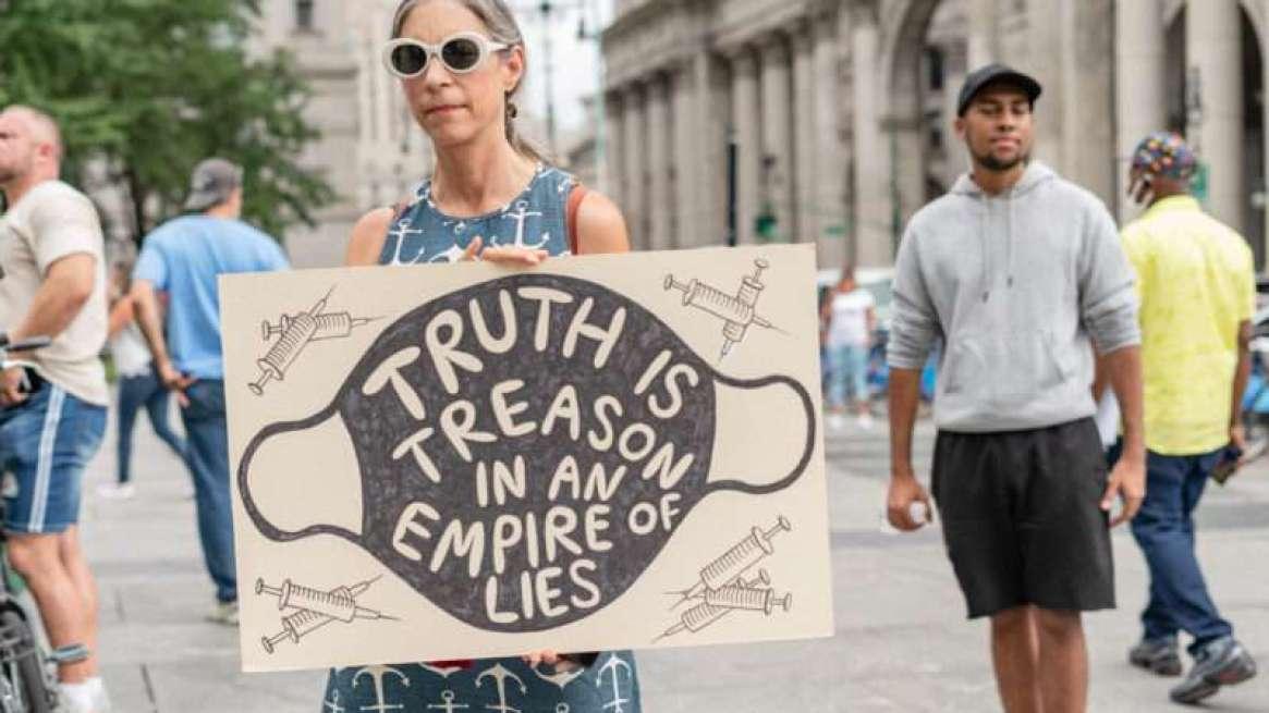 anti-vaccine-protester-NYC-8-9-21-Newscom