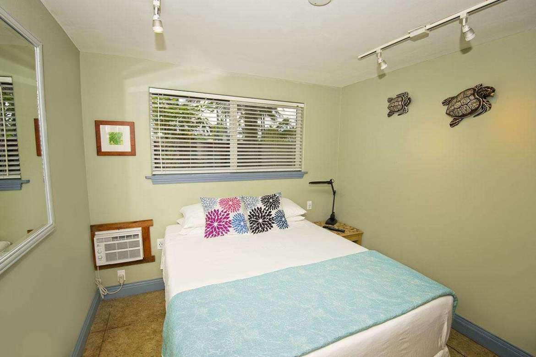 PAPAYA 3: bedroom #2 of 3, Queen bedding.