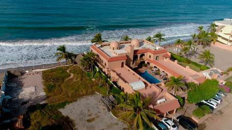 El Delfin Oceanfront Estate