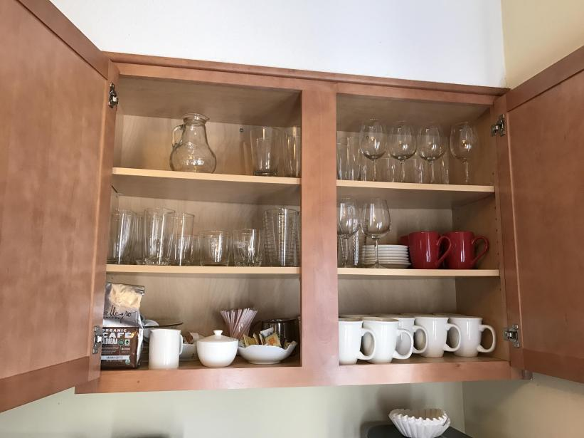 Wine glasses, coffee cups, water glasses
