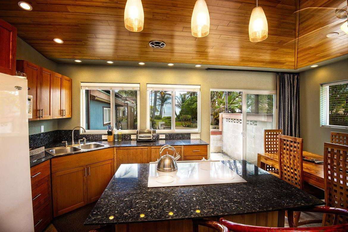 Full kitchen with a great view.