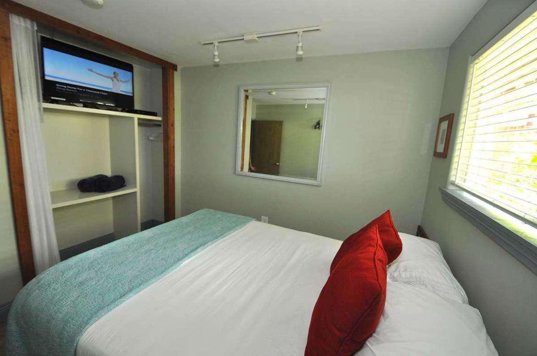 Bedroom #2 with queen bedding.