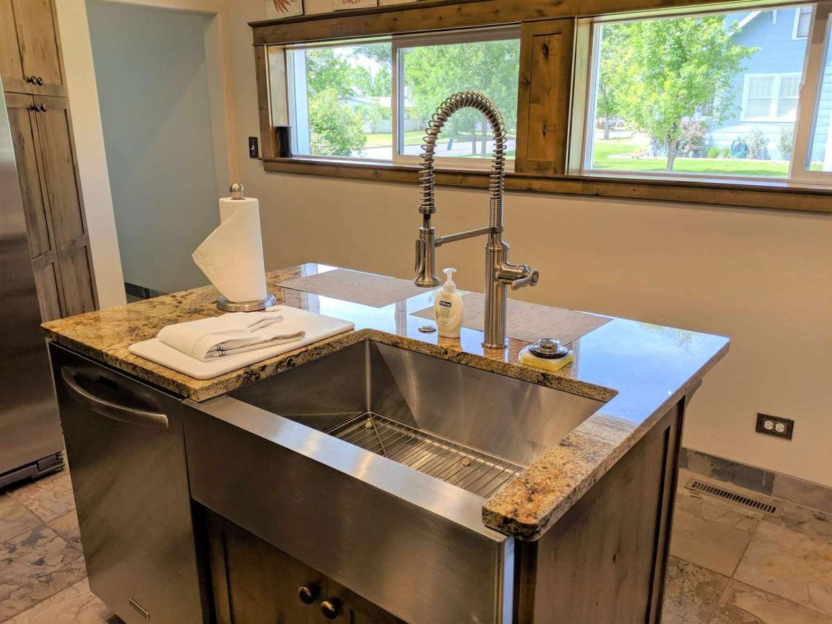 Extra Large Kitchen Sink with Full Size Dishwasher