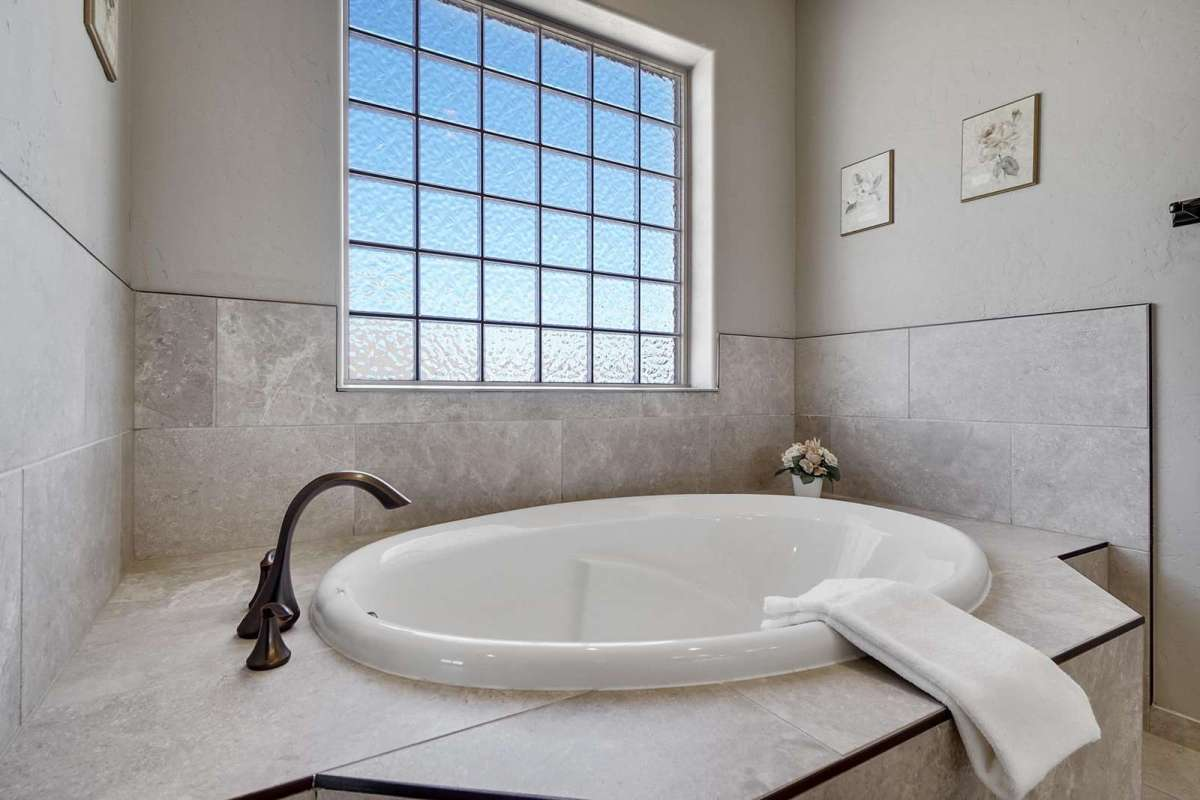 Hawk House IV Master Bath