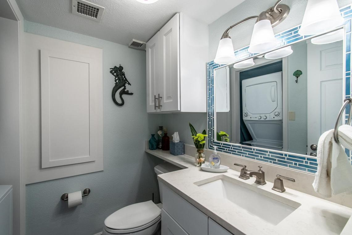 Convenient down stairs bathroom with washer & dryer