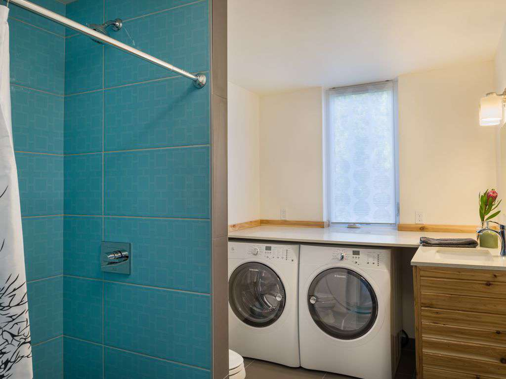 The other full bathroom on the 2nd floor also has a washer, dryer, and iron.