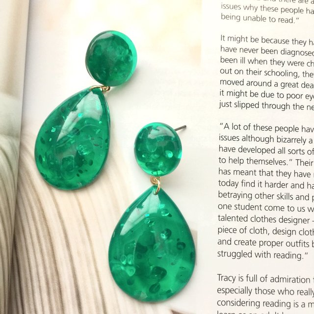 Pear shaped transparent green acrylic earrings, tear drop earring,green earrings,green transparent, earring,trendy earrings, acrylic earrings,geometric earrings