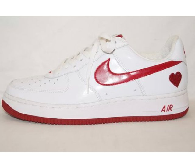Detailed Look 3a898 69c3f Beaut Nike Air Force 1 Valentine S Day Limited Edition With