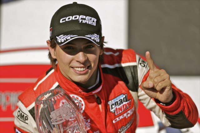 Chaves fue el primer latinoamericano en recibir una beca de un millón de dólares por ganar el campeonato de Indy Lights, en 2014, que en parte le permitió correr toda la temporada de IndyCar al año siguiente (FOTO: Shan Gritzmacher/IMS, LLC Photo)