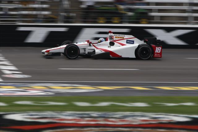 El coche principal de Dale Coyne Racing tuvo a varios pilotos a lo largo del torneo (FOTO: Chris Jones/INDYCAR)