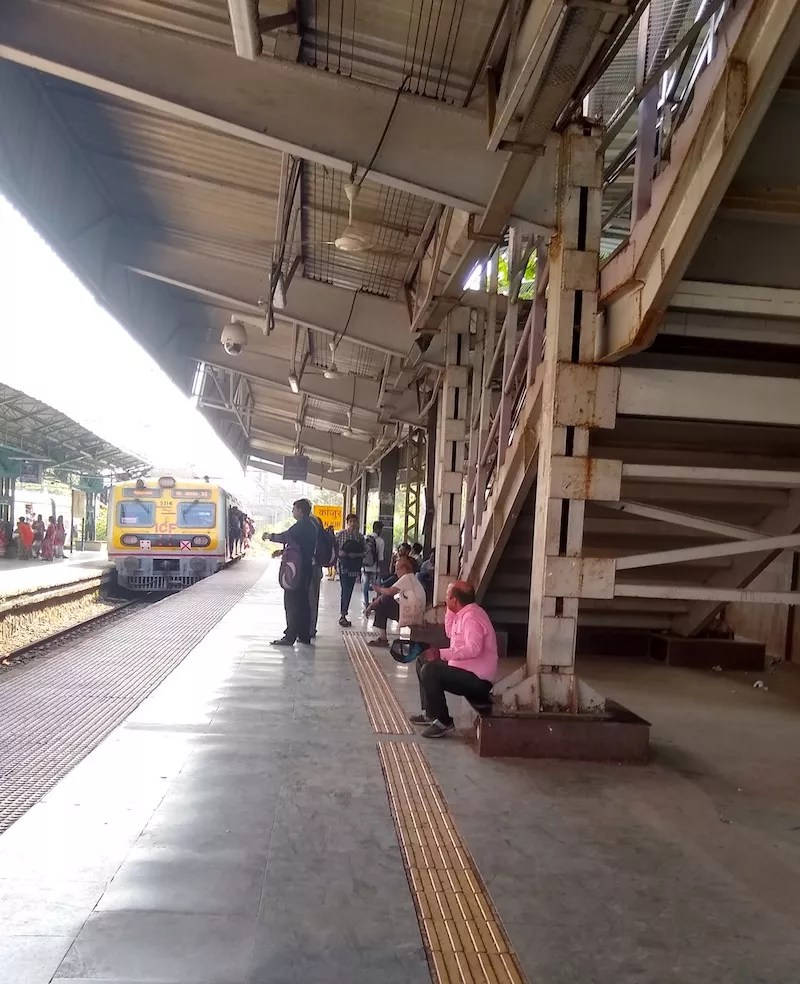 Dirty Surroundings, Clean platform
