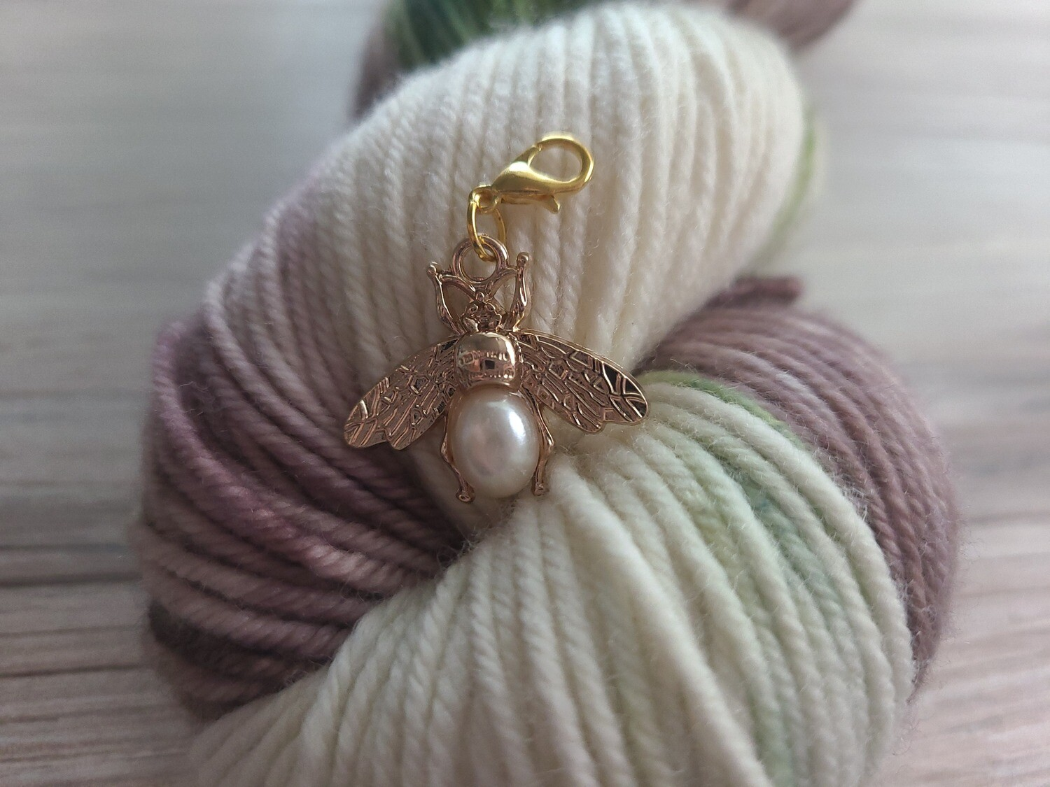 Bee with Pearl Stitch Marker