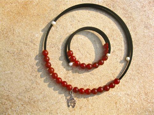 Lucky horseshoe + Indalo carnelian jewellery set