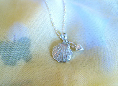 Camino scallop shell + heart necklace ~ silver + zirconita
