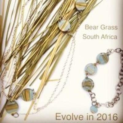 Color Club Exclusive Blue Bear Grass set Necklace and bracelet