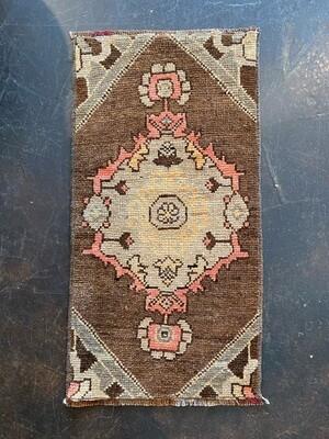 """Vintage Handmade Turkish Rug 16"""" x 31"""""""