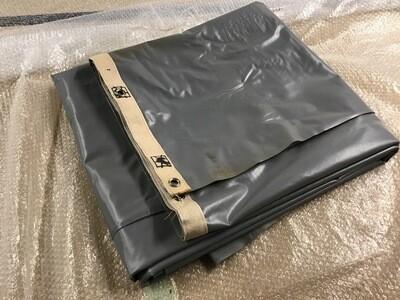 Rideau en plastique de projection ignifuge gris avec sangle de renfort œillets et fourreau 350x526