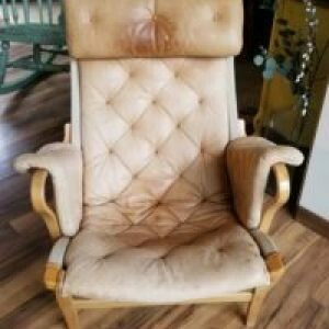(46) DUX Leather Chair