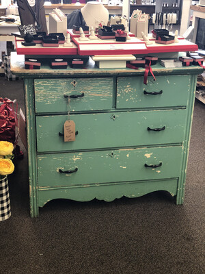 4 Drawer Chippy Paint Dresser