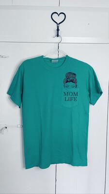 (160) Med Green Mom Life Pocket Tee
