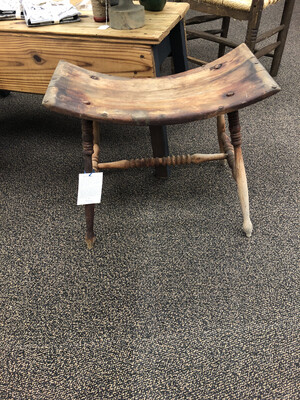 (401)Curved seat stool