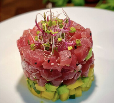 Tartare de thon et sa salade croquante de chou pointu
