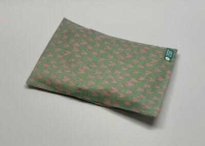 Kissen - Grün, pinke Herzchen