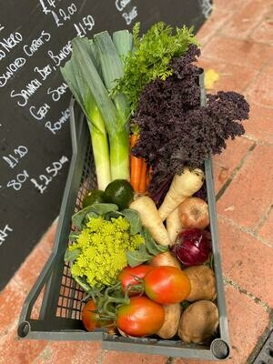 A large veg box: Potatoes & carrots plus six other seasonal vegetables. For 4/6 people.