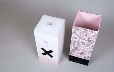 Cerdos y Rosas: Caja Regalo Prisma con Ibéricos de Bellota