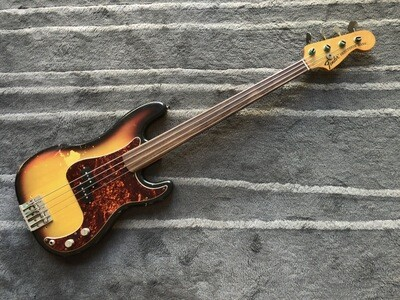 Fender Precision Bass fretless from 1971