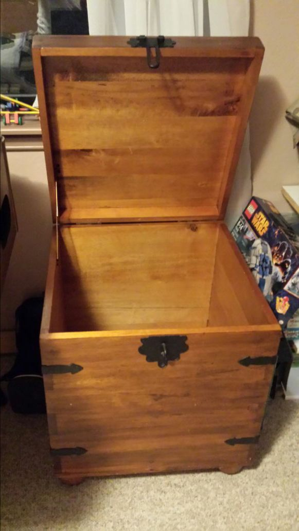 Side Table Or Storage Box Furniture In Everett WA OfferUp