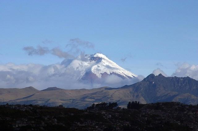 Le volcan Cotopaxi et son sommet enneigé