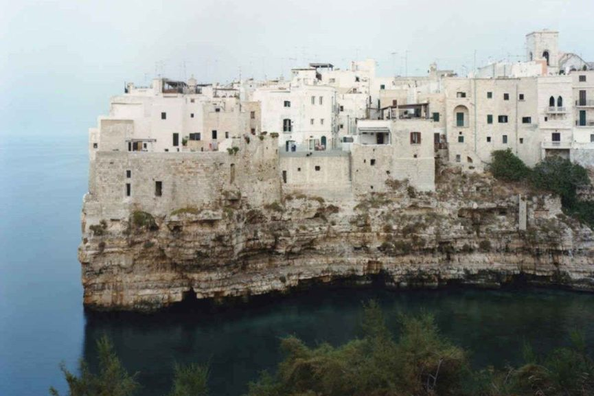 Domingo Milella - Polignano, Italia, 2008, via parisphoto com
