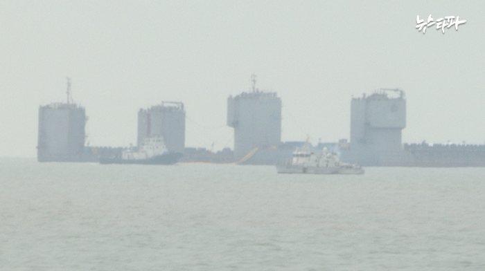 동거차도로 향하는 선박에서 촬영한 인양 현장 모습