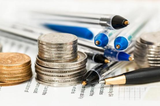 お金のコイン現金ファイナンスビジネスペンの紙のオブジェクトオフィスデスク