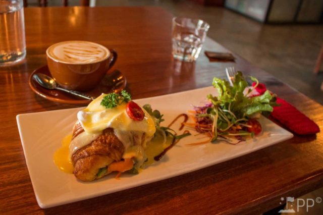 Croissant stuffed with salmon, lettuce, and topped with an egg and hollandais sauce.