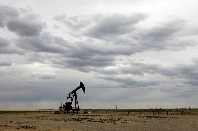 Oil falls as fears of second coronavirus wave take hold, U.S. stockpiles rise