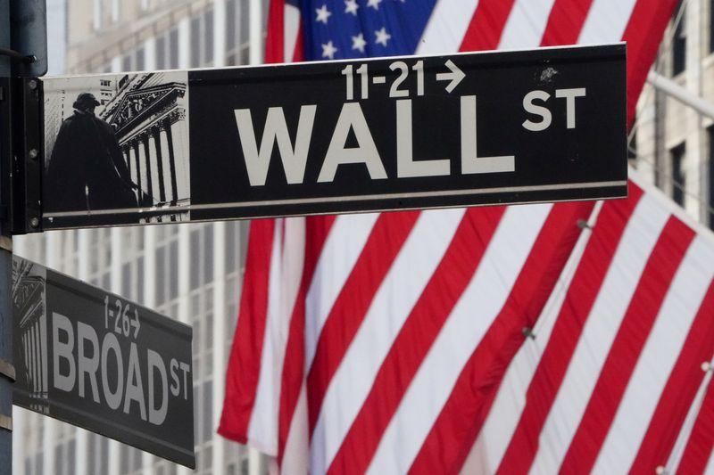 Wall Street flat amid Sino-U.S. tensions, economic uncertainty